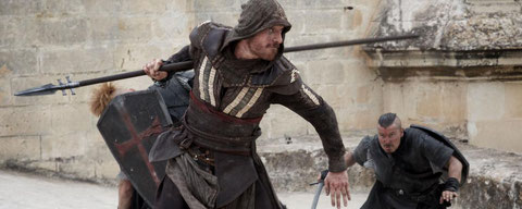 "Michael Fassbender est Cal Lynch et Cal Lynch est Aguilar de Nerha dans ""Assassin's Creed"" (©20th Century Fox)."