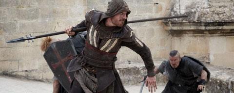 """Michael Fassbender est Cal Lynch et Cal Lynch est Aguilar de Nerha dans """"Assassin's Creed"""" (©20th Century Fox)."""