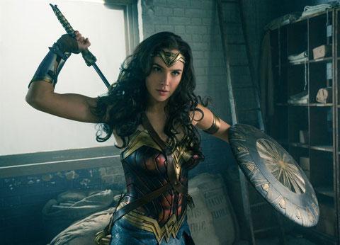 Gal Gadot est Wonder Woman, forte femme (©Warner Bros).