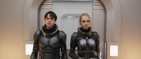 Pas sur cette photo, mais Dane DeHaan et Cara Delevingne, dans les rôles de Valérian et Laureline, sont convaincants quand ils sourient et se chamaillent (©EuropaCorp).