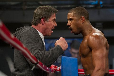 Sylvester Stallone, Michael B. Jordan: l'un coache, l'autre boxe (©Warner Bros).