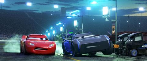 La suprématie de l'idole des circuits Flash McQueen (à gauche) est menacée par de jeunes champions (©Disney/Pixar).