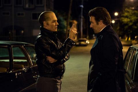 Johnny Depp et Joel Edgerton: le truand et le flic sont amis d'enfance (©Warner Bros.)