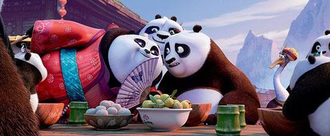 Po le panda découvre sa famille et ses amis (©DreamWorks).
