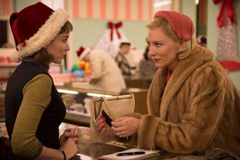 Rooney Mara et Cate Blanchett: attirance mutuelle (©Wilson Webb/UGC Distribution).