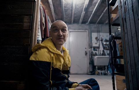 Dans le film, James McAvoy interprète un homme qui se prend pour diverses personnes différentes, dont ici un enfant de 9 ans (©UPI).