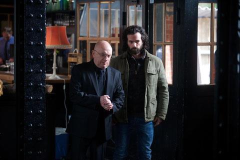 """Michel Blanc à Romain Duris: """"ce n'est pas le moment de refuser du boulot"""" (©Nicolas Schul/Gaumont Distribution)."""