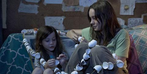 Brie Larson et Jacob Tremblay, la mère et son fils aux cheveux longs (©UPI).