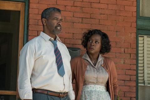 Denzel Washington et Viola Davis reprennent au cinéma les rôles qu'ils avaient joués au théâtre en 2010 (©David Lee/Paramount Pictures).