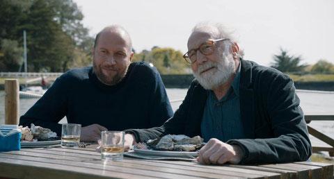 Dans le film, François Damiens retrouve son père biologique, André Wilms (©SND)