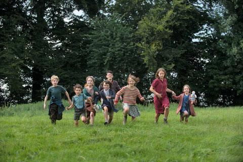En 1943, huit enfants fuient la guerre et tentent, seuls, de se réfugier en Suisse (©Metropolitan FilmExport).