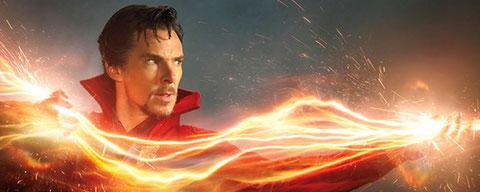 """Benedict Cumberbatch apprend à maîtriser la magie et le Multivers dans """"Doctor Strange"""" de Scott Derrickson (©Marvel)."""