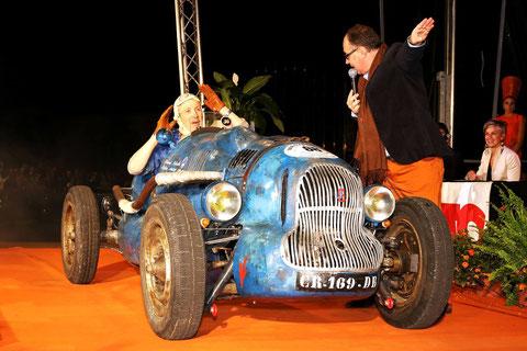 La Gali 1947 durant le concours d'élégance du Circuit des Remparts 2013.Ph. Gérard Gaud