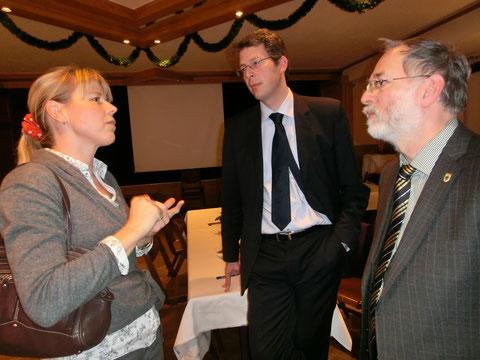 Eine Unterstützterin der Bürgerinitiative mit CSU-Landtagsabgeordneten Markus Blume und CSU-Stadtrat und Mitglied des Bezirksauschusses 15 Herrn Dr. Georg Kronawitter