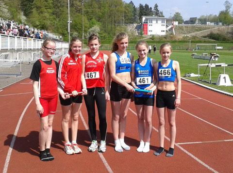 v.l.n.r.: 2. Mannsch(rot) : Hanne Gunkel; Julia Eiden; Elisa Ringsdorf.// 1. Mannschaft (blau): Lea Feldmann, Marie Bayer, Sarah Langemann