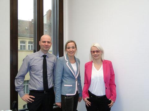 Familienministerin Kristina Schröder mit Barbara und Mario Martin