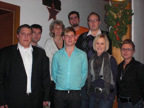 Vorstandschaft 2010 v.l. Thomas Aschenbrenner,Markus Maidl,Ingrid Kühbeck,Karl-Heinz Stoiber,Klaus Maidl,Stefan Kurz,Judith Zießler,Manuela Kurz (nicht auf dem Foto: Corinna Asenbauer)
