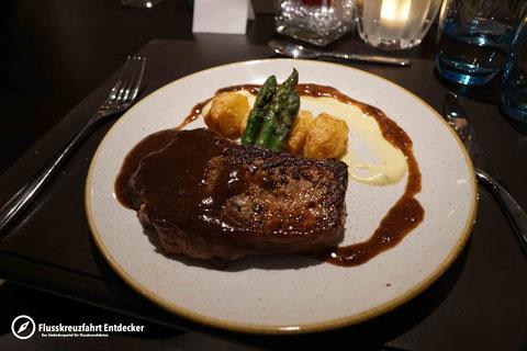 VIVA TIARA Bistro Abendessen
