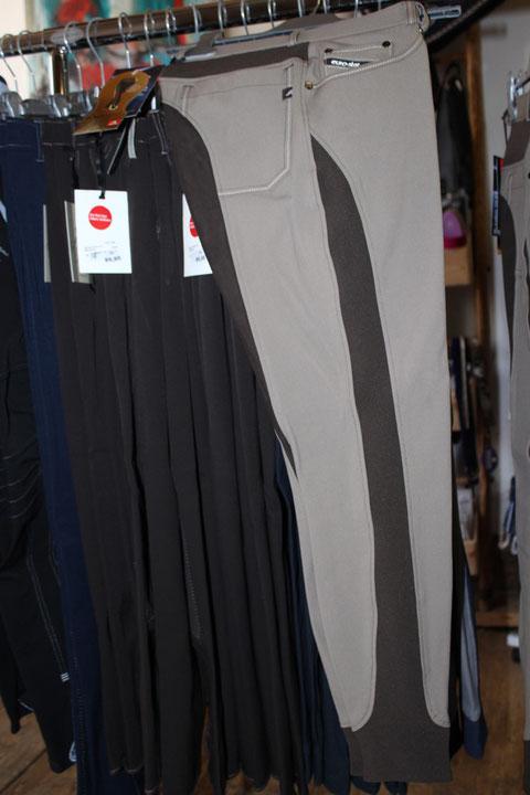 Reithose Laureta in verschieden Farben und Größen vorrätig.  Die Reithose Laureta mit neuen, innovativen Elastikeinsätzen in der Hinterhosen-Passe, sowie in der Seitennaht vom Oberschenkel bis zum Knöchel. Das sorgt für eine optimale Passform.
