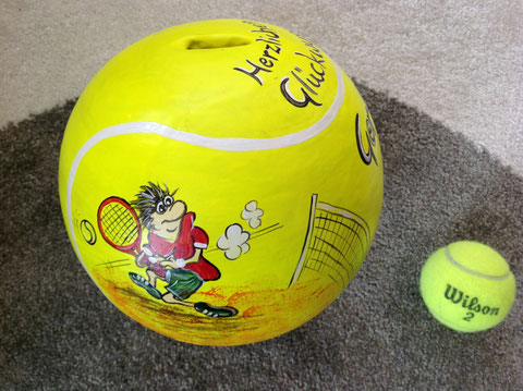 Tennis?-ein spezielles,originelles Geschenk, im Vergleich dazu ein normaler Tennisball!