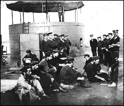 Matelots sur le pont du Monitor en 1862 (cliquer sur l'image)