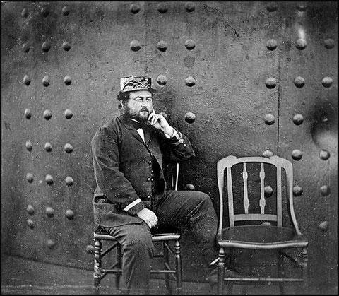 Lt. William N. Jeffers prenant la pose sur le pont en 1862 (cliquer sur l'image)