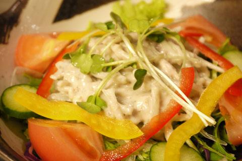 鶏ハムと小松菜のシーザーサラダ