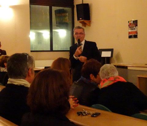 Soirée du 6 novembre 2013. Présentation de l'action de MA-NIOCS à l'amphi du Lycée Marceau. Discours de M. Bonneau, Président du Conseil régional.