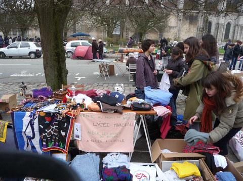 Vide-grenier au profit de MA-NIOCS, Chartres, Place Saint-Pierre, 24 mars 2013
