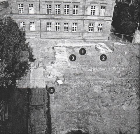 Abb.11 :Übersicht über das Grabungsareal an der Schultesstraße von Südwesten:  1 Stadtmauer 2 Schalenturm 3 Spitaltor/Basteiturm 4 Steinbrücke