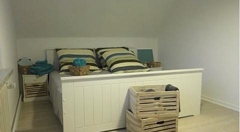 Das zweite obere Schlafzimmer hat dieselbe Ausstattung.