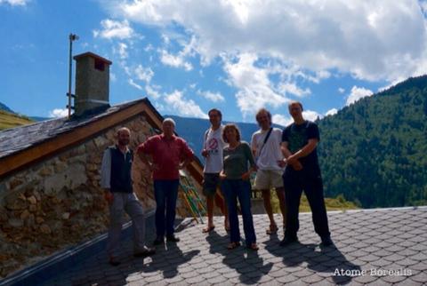 De gauche à droite : Vivien Pic, Jean-Luc Blaise Maire de Mantet, Cyril Calvet organisateur du Festival Off de Tautavel à Mantet, Karine Chevrot des Réserves Naturelles Catalanes, le garde de la Réserve de Mantet et Alexandre, un astronome amateur.