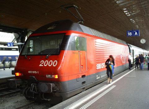 Zürich HB am 15.08.2008 - Ankunftszug = IR 2585 / Abgangszug = IR 2036