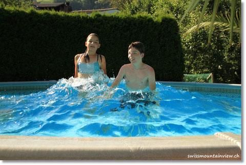 """speziell für Nathi """"Monsterwelle im Pool""""."""