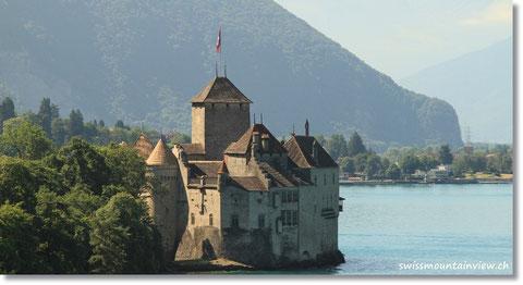 Schloss Chillon - vom fahrenden Auto aus fotografiert; ich sass natürlich nicht am Steuer ;-)