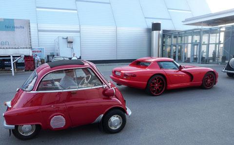 Allways fair play...der BMW Isetta 250 gewährt der Dodge Viper V10 einen kleinen Vorsprung!