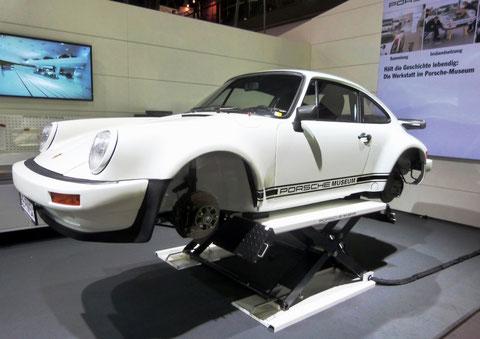 Der 911er des Porsche-Museums wirkte in der Tat ein bisschen (rad)los