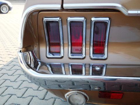 `67er Mustang V8 Cabrio.  Very nice Ponycar lights...