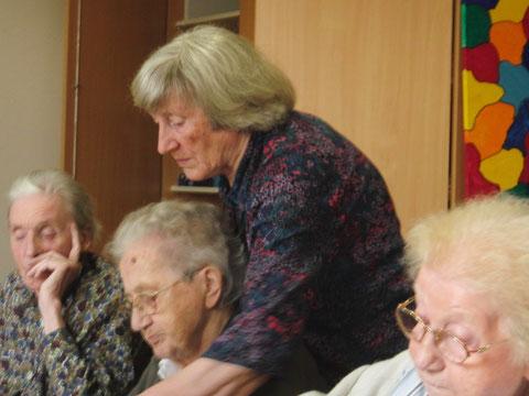 Elisabeth Siegmund-Schultze bei der Arbeit.