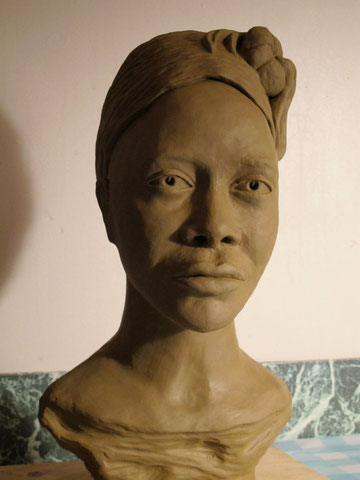 Africaine.Modelage en terre.2011.