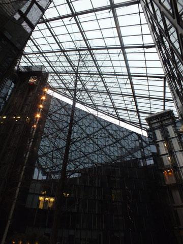 Oberfinanzdirektion Frankfurt, überdachter Innenhof