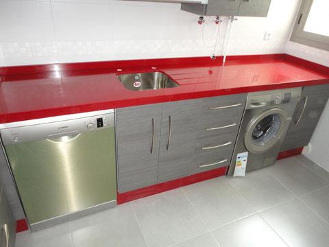 Cocina Jaen ceniza y encimera roja