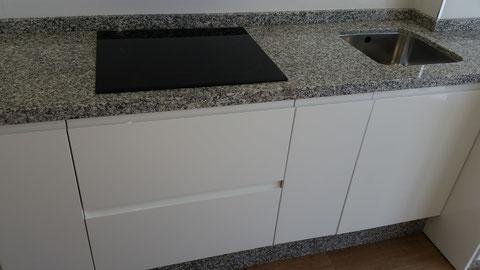Cocina blanca granito