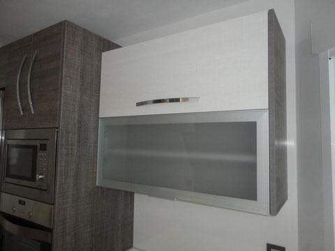 Cocina gris y blanca encimera blanca Jaen