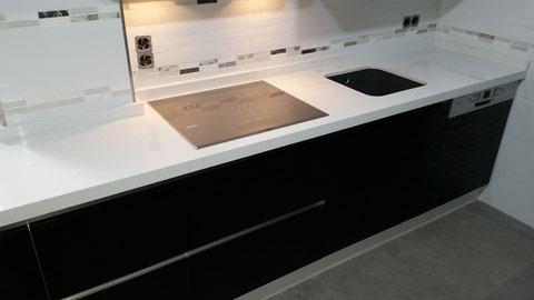 Cocina negra y morada