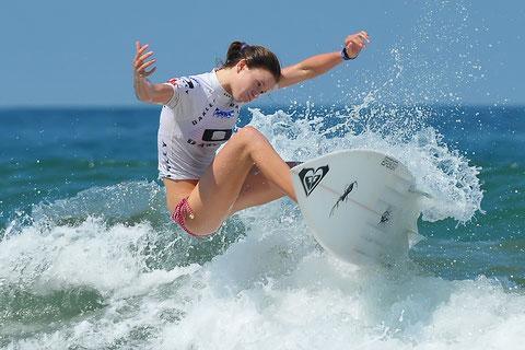 Bianca Buitendag telle une ballerine prend sa planche de surf et obtient le prix de l'élégance au Lacanau Junior 2010