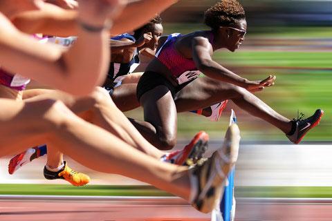 Pour ou contre la retouche photo' Betty-wade-la-sculpturale-athlète-us-domine-l-épreuve-du-100m-haies-au-décastar-2010