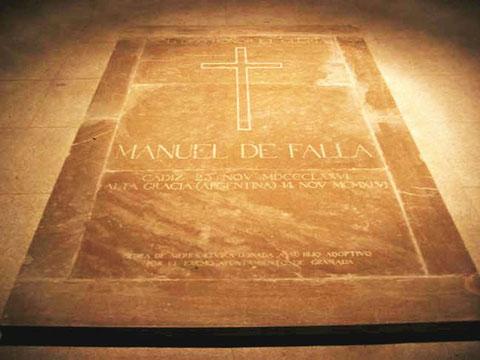 Tumba de Manuel de Falla (cripta de la Catedral de Santa Cruz de Cádiz ).