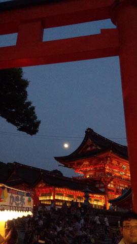 伏見稲荷 夜の灯篭祭り