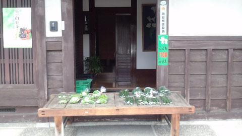 実家の家の前 野菜のお店